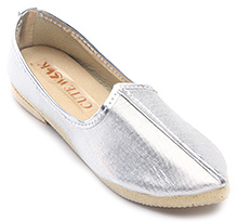Cute Walk Plain Traditional Mojari Shoes - Silver