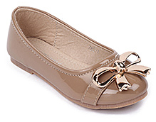 Cute Walk Beige Party Belly Shoes - Shiny Plastic Bow