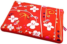 Pylones White Flower Design Laptop Sleeve Swaddle up and protect your laptop and give it supremely fashionable look