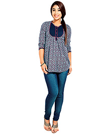 Nine Blue Maternity Printed Three Fourth Sleeves Top With Quilted Yoke - Small