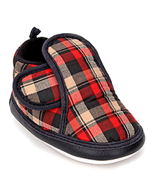Littles Musical Booties Checks Print With Velcro Closure - Red And Black