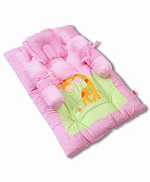 Babyhug Gadda Set Giraffe Embroidery - Pink