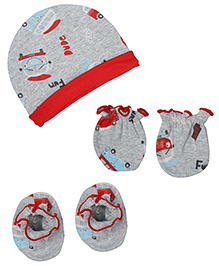 Babyhug Cap Mittens And Booties Set - Car Print