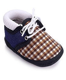 Cute Walk Booties Brown And White - Checks Print