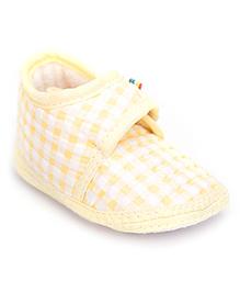 Cute Walk Booties Checks Print Small - Light Yellow