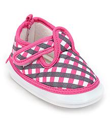 Littles Baby Booties Checks Pattern - Pink