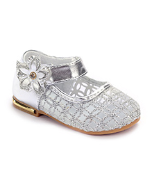 Cute Walk Belly Shoes Flower Applique - Silver