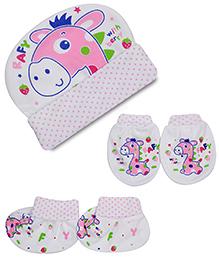 Babyhug Cap Mittens And Booties Set Giraffe Print - Pink