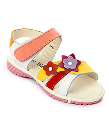 Cute Walk Sandals Velcro Strap Flower Applique - Yellow