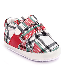 Cute Walk Booties Red And White - Checks Print