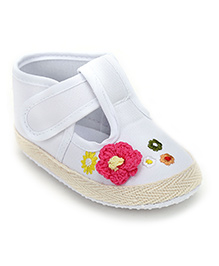 Cute Walk Baby Booties With Crochet Flower - White