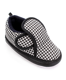 Little's Musical Booties With Velcro Closure Check Pattern - Black And White
