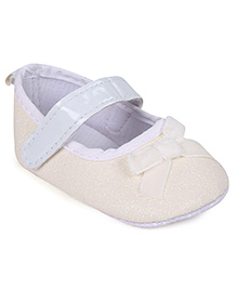 Cute Walk Booties With Bow - Cream