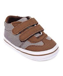 Cute Walk Shoes Style Booties Checks Print - Brown