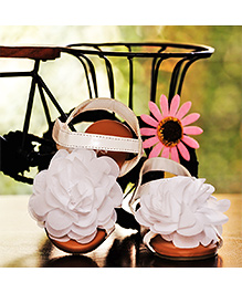 D'chica Shoes Flowers In Her Feet Sandals - White