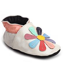 Cute Walk Flower Slip On Booties - Peach And Cream