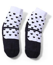 Cute Walk Ankle Length Socks Heart Design - White Black