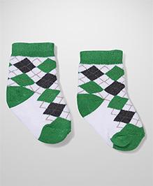 Cute Walk by Babyhug Ankle Length Socks - White Green