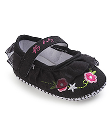 Cute Walk Booties Floral Embroidery - Black