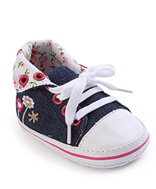 Cute Walk Baby Booties Floral Design - Navy And White