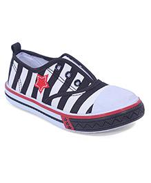 Cute Walk Stripe Canvas Shoes Star Embroidery - White Black