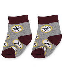 Cute Walk by Babyhug Ankle Length Socks Wheel Design - Grey & Maroon