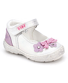 Little Paws Shoes Embellished With Flower - White