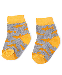 Cute Walk by Babyhug Socks With Shark Print - Grey & Yellow