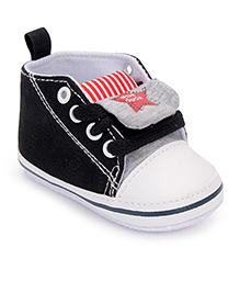 Cute Walk by Babyhug Booties Star Design - Black