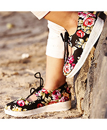 D'chica Tie Up Playwear Printed Sneakers - Black
