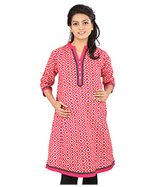 MomToBe Three Fourth Sleeves Printed Maternity Kurti With Contrast Color Detailing - Pink