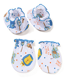 Babyhug Multi Printed One Pair Of Mittens & Booties Set - White & Sky Blue