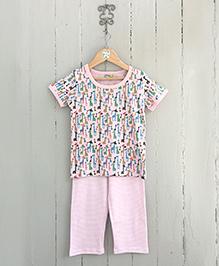 Frangipani Kids Jumping Giraffe Print Pajama & T-Shirt - Multicolour