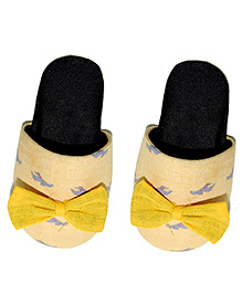 SnugOns Printed Chappals With Bow - Yellow