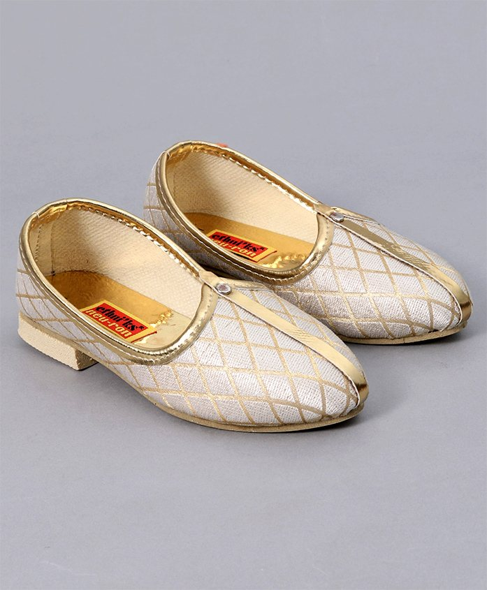 Ethniks Neu Ron Traditional Mojari Shoes - Cream