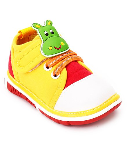 Cutewalk by Babyhug Animal Applique Shoes - Yellow