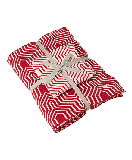 Pluchi Printed Knitted Set Of Bedsheet & Cushion Cover - Red & White