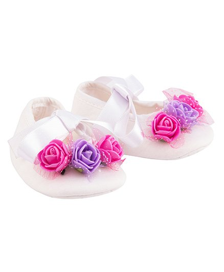 Daizy Ribbon Flowers Applique Booties - White