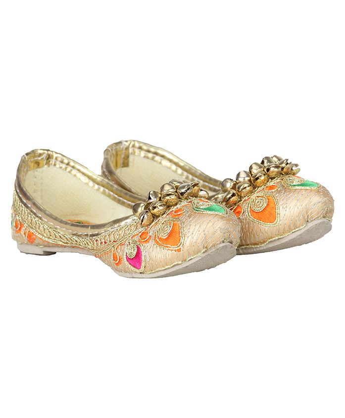 Buckled Up Embroidered Mojaris - Golden