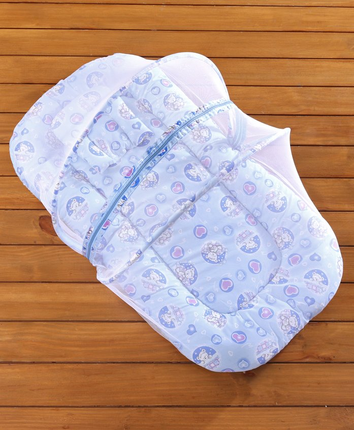 Babyhug Bedding Set With Center Zip Mosquito Net Heart Print- Blue