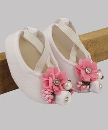 Daizy Flower Design Booties - White